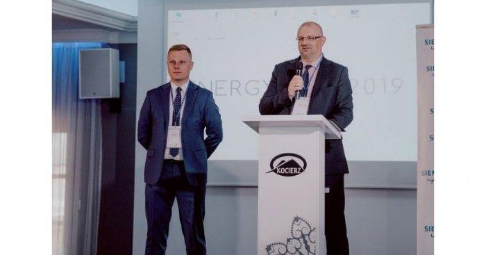 Dyrektor handlowy Zakładów Kablowych Bitner, Sławomir Mirek, otwiera obrady konferencji Fot. ww