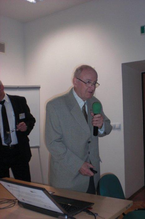 Dr inż. Lech Danielski omawia statystykę wypadków śmiertelnych.