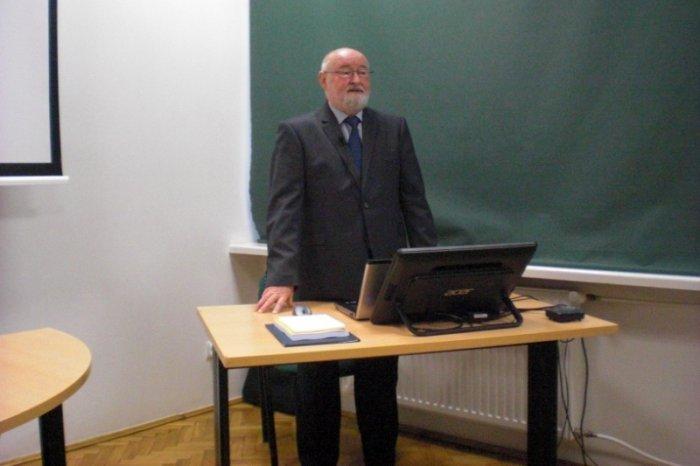 Przewodniczący Komitetu Naukowego prof. dr hab. inż. Zbigniew Wróblewski otwiera obrady konferencji.