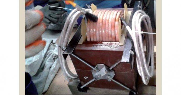 Fot. Impregnacja uzwojeń transformatora 50 kVA dla częstotliwości 2,5 kHz z rdzeniem NMSC (dane własne) Fot. Cezary Świeboda