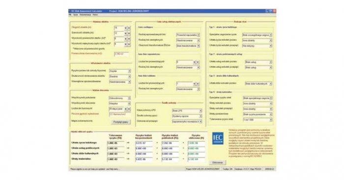 Widok okna dialogowego programu do szacowania ryzyka zgodnie z PN-EN 62305-2 – wyniki obliczeń dla domu wiejskiego [4]