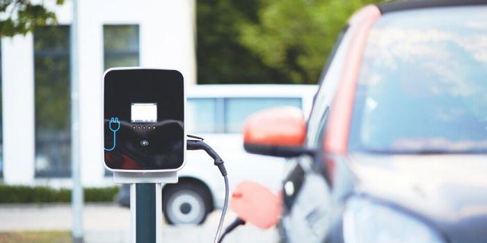 Ceny elektryków uniemożliwiają rozwój elektromobilności, fot. pixabay.com
