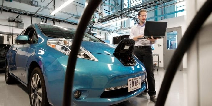 Sztuczna inteligencja zoptymalizuje ładowanie samochodów elektrycznych, fot. unsplash.com