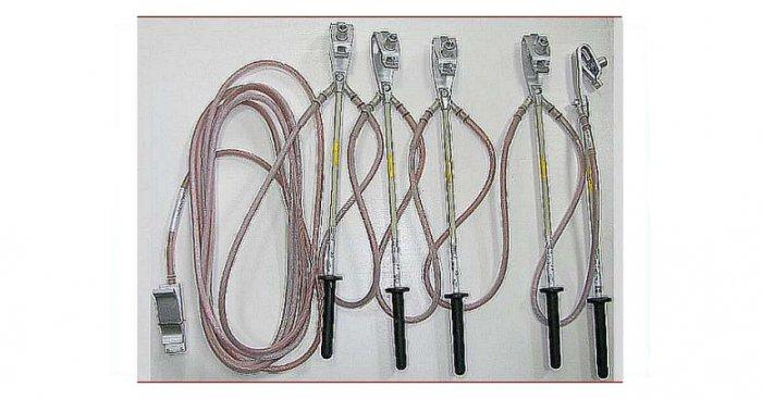 Przykład uziemiaczy przenośnych niskiego napięcia U-NN/A służych do uziemiania przewodów linii napowietrznych niskiego napięcia w obwodach, dla różnych prądów znamionowych. Fot. Aktywizacja SP