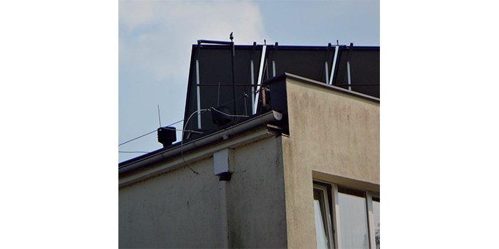 Praca na zwarcie stringu paneli PV zainstalowanych na dachu obiektu, fot. J. Wiater