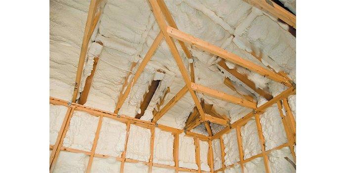 Rys. 1. Ocieplenie dachu od wewnątrz pianką PUR [3]