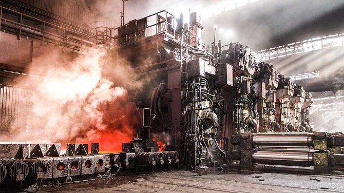 Rysunek 1. Urządzenia elektroniczne i czujniki do ulepszania i rozszerzania procesów produkcji, obróbki skrawaniem i procesów produkcyjnych
